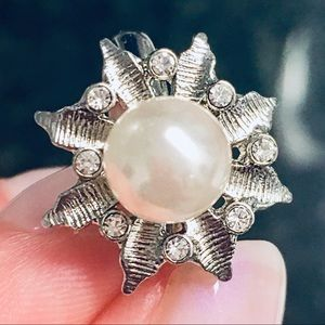 Rare Chloe + Isabel Pearl Flower Ring